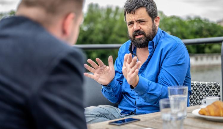 Okamurovi bych pomočil hrob, Soukup je narcista v nejextrémnější podobě, říká řeporyjský starosta Pavel Novotný